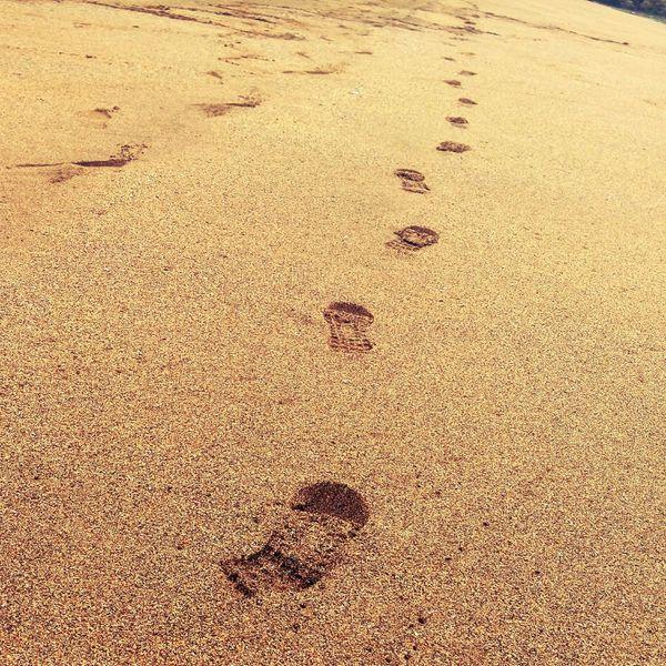 Follow me Footsteps Beach Sand Relaxing Arena Pasos Huellas Bizkaia
