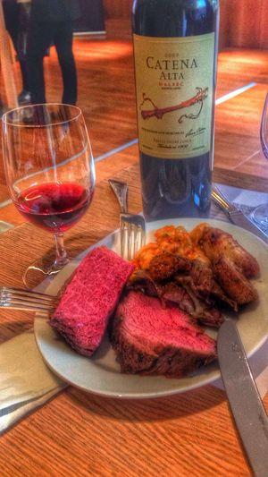 Wine Redwine Steaks Taksim Haram, acı, kötü derler canım şaraba: Oysa ne hoş şey, hele bir güzel sunarsa; İçin bakın; hem doğrusunu isterseni, Haram dedikleri her şey hoş galiba!