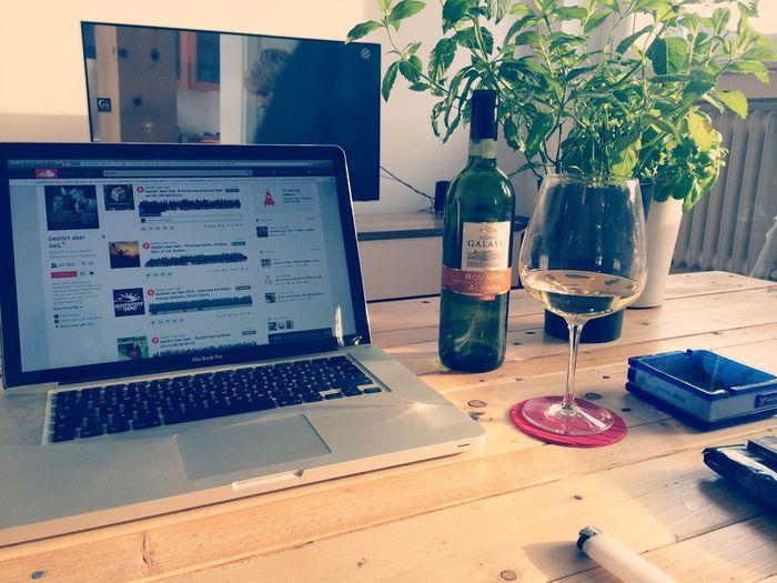 CHEERS!? Saturday MacBook Wine Chillout