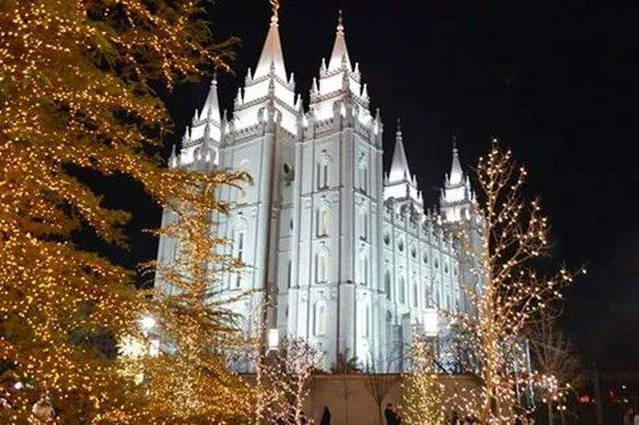One of the most popular things Utah is known for Saltlakecity Christmas Lights Lds Temples Temple Square