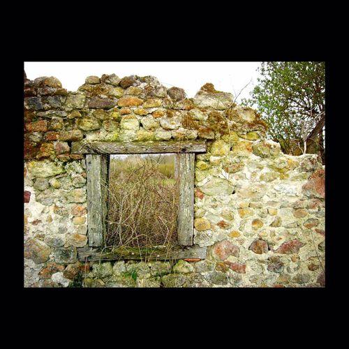 Libre de suite, vue sur la campagne... Abandoned Buildings Ruins
