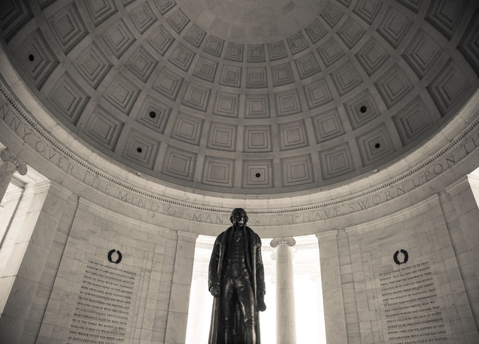 Statue of thomas jefferson in jefferson memorial