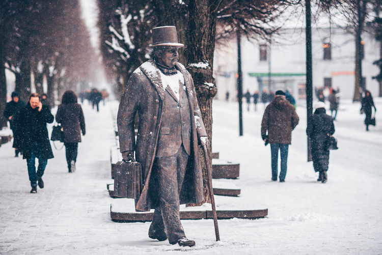 Sculture in the snow Lietuva Statue Vileisis City Cold Temperature Day Focus On Foreground Full Length Incidental People Lifestyles Men One Person Outdoors People Real People Sculture Snow Snowing Tree Walking Warm Clothing Winter Women The Street Photographer - 2018 EyeEm Awards