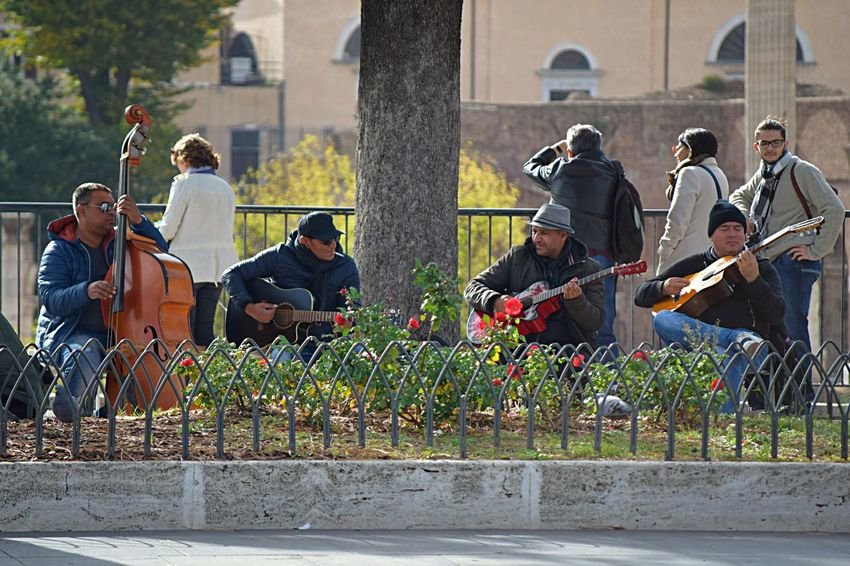 https://www.youtube.com/watch?v=vNIuO2pu57A Moving Around Rome EyeEm Best Shots EyeEm Masterclass EyeEm Selects EyeEm Gallery From My Point Of View Life's Simple Pleasures... Rome Taking Pictures Arts Culture And Entertainment Eye4photography  Friendship Guitar Music Musical Instrument Musician Musicians Playing Street Photography