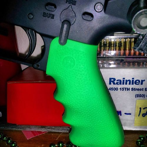 Zombiegreen Glowinthedark Hoguecarboncoregrip installed on the Windham ww15 for @mimi1347 so it has a little bit if her flavor&style !! Next will be the forend (hand guard)....