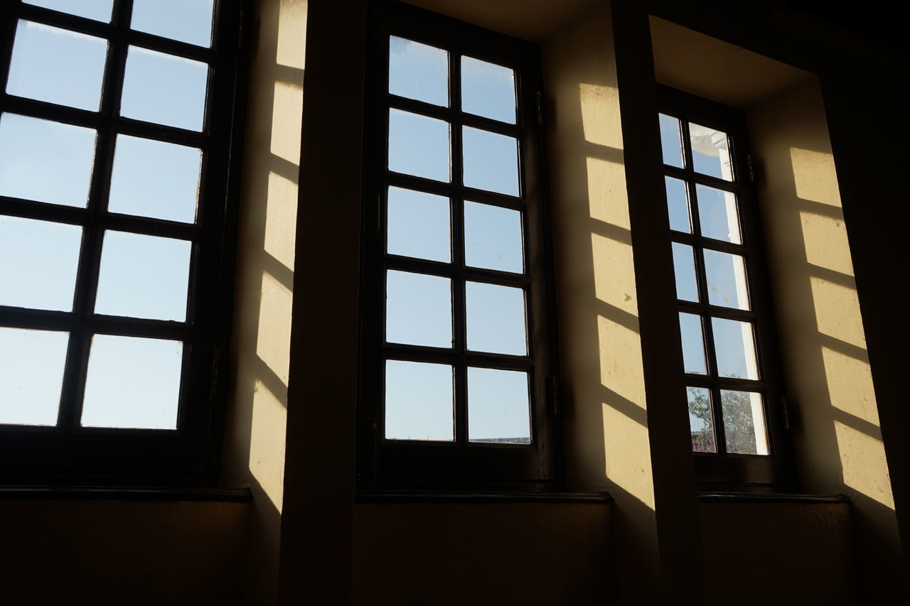 window, glass - material, indoors, transparent, no people, day, architecture, built structure, building, low angle view, pattern, nature, geometric shape, house, close-up, sunlight, sky, full frame, window frame, glass
