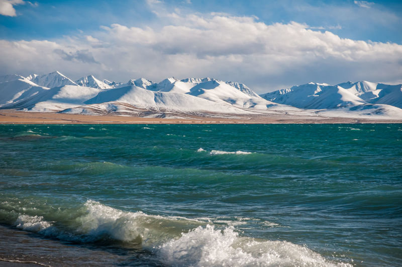 The heavenly lake namtso in tibet with snow covered nyenchen tanglha mountains in the distance