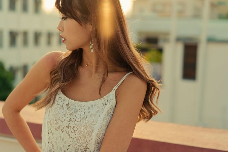Fashion Beautiful Woman Close Up Focus On Foreground Lifestyles Sunset Young Women
