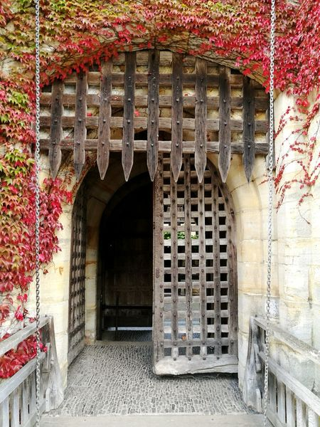 Architecture Arch Travel Destinations History Climbing Plant Hever Castle Henry VIII Anne Boleyn Red Castle Entrance Façade