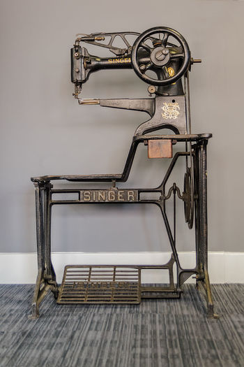 Industrial Strength Sewing Sewing Machine Antique Bygone Era Close-up Day Home Interior Indoors  No People Old-fashioned Retro Styled Singer Sewing Machine Table Wood - Material