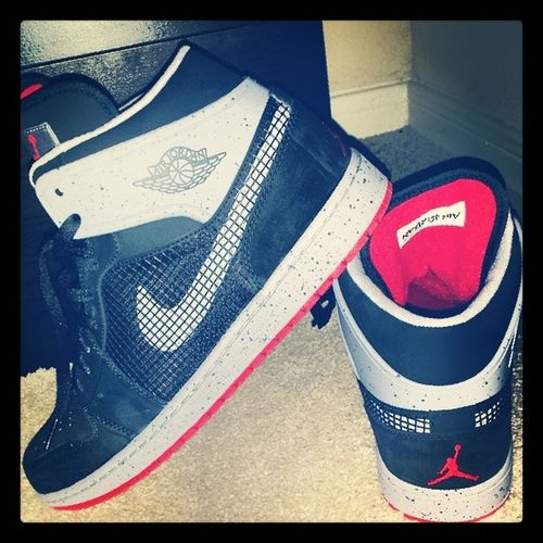 Likeitwas1986 well 89 to be exact, but you get it.... Newedition to my closet BuyersREMORSE but I'm gettin back to it... JORDAN1 LIKEMIKE