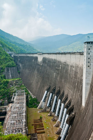 Alternative Energy Conveyor Belt Dam Day Environmental Conservation Factory Fuel And Power Generation Hydroelectric Power Industry Manufacturing Equipment Mountain No People Outdoors Radiator Renewable Energy Reservoir Sky Social Issues Technology