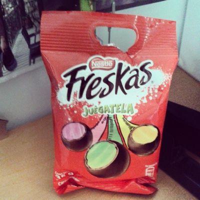 Mi chocolate favorito!!! Si sale rosa: Te doy un abrazo eterno. Si sale amarillo: Te doy un beso eterno. Si sale verde: Te doy un abrazo y un beso eterno. :* ♥