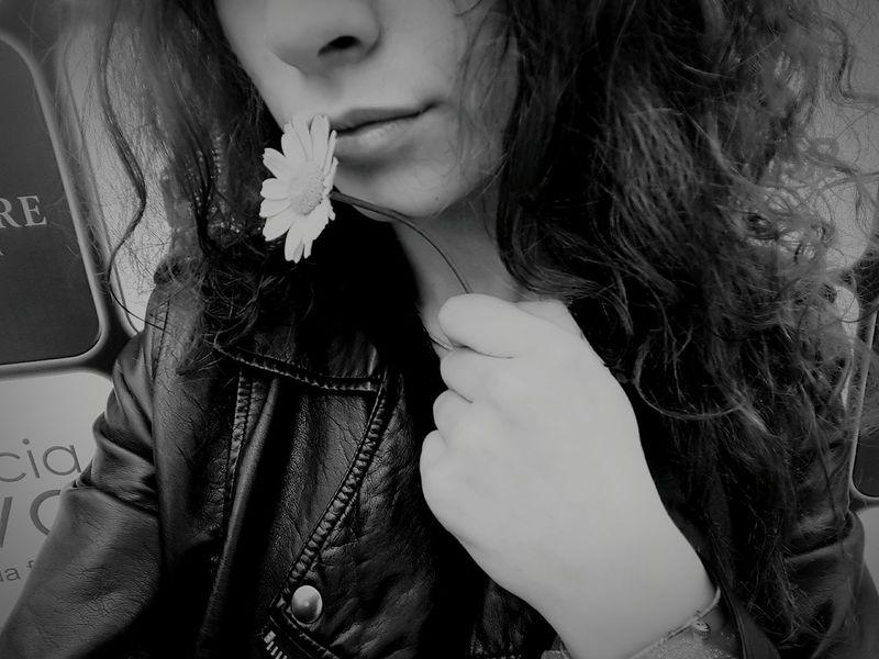 Faded Nature Samsung Galaxy S6 Edge Eyeemnaturelover Naturelover Phonecamera PhonePhotography Out Of The Box Flower No Colour Blackandwhite Me Girl Metalhead Metalheadgirl Alternative Alternativegirl Alternativemood Alternativestyle Alternativo Concert Day