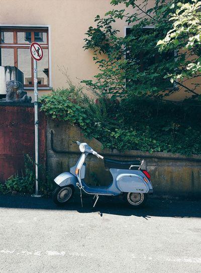 Diese Roller immer da....! Vespa Vscocam Streetview Oldtimer
