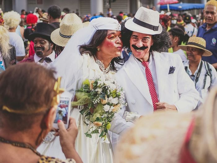 Mariage burlesque Colors Of Carnival Just Married Snapping Switch Streetphotography Fun Couple Pose Carnival Costume Martinique Island Life Carribean