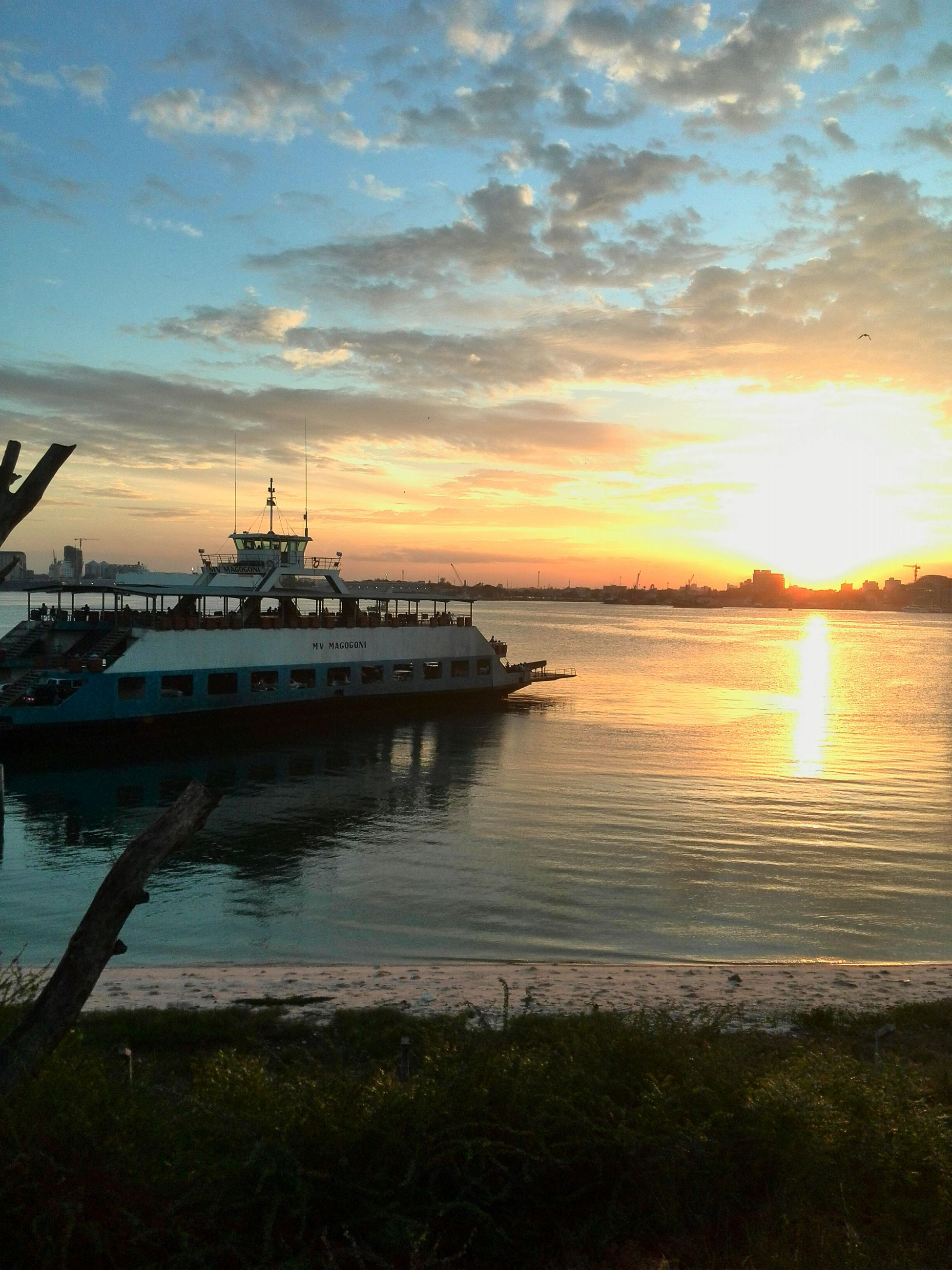 water, sunset, sun, sky, reflection, scenics, tranquil scene, sea, beauty in nature, tranquility, cloud - sky, nature, orange color, sunlight, nautical vessel, idyllic, lake, horizon over water, sunbeam, boat