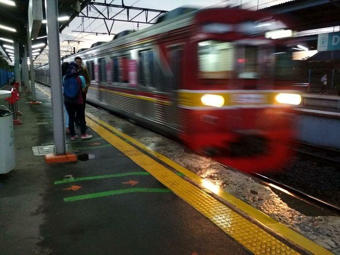 train to rain City Subway Train Occupation Train - Vehicle Men Full Length Public Transportation Blurred Motion Rail Transportation Railroad Station Platform