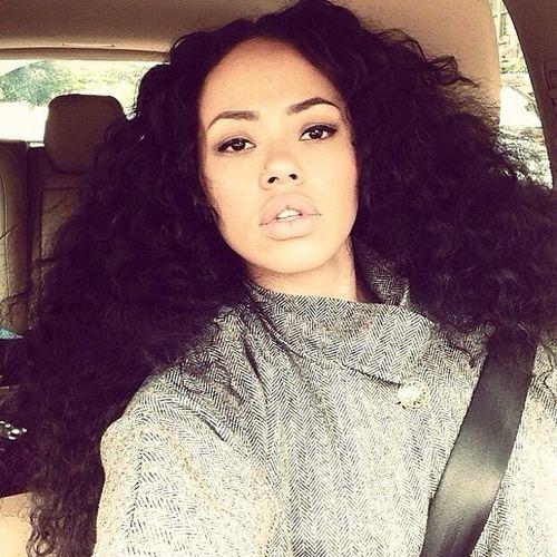 Ellevarner Curly Hair Fashion Selfie
