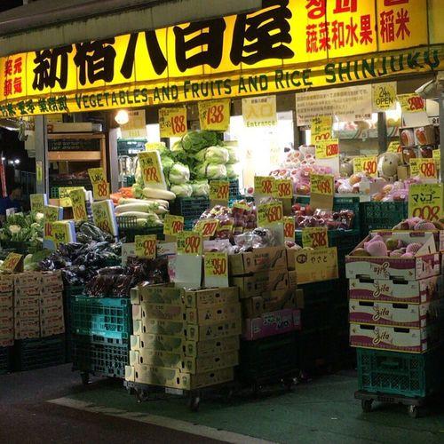 Shin-Okubo Tokyo,Japan Gemüseladen Greengrocer Midnight Enjoying Life Tokyo Night