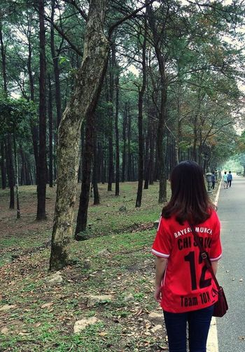 Photography EyeEm Tree Real People Rear View Nature Lifestyles Day Go Vietnam Bavi Nationalpark Vietnam Bavi Green Color Green Red Alone Travel