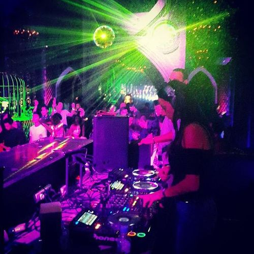 Djdyla Upclose  Djbooth Mirror bali @angela.arifin @topherarifin @jasonk_collections 😎😎💃💃👽👽👾👾