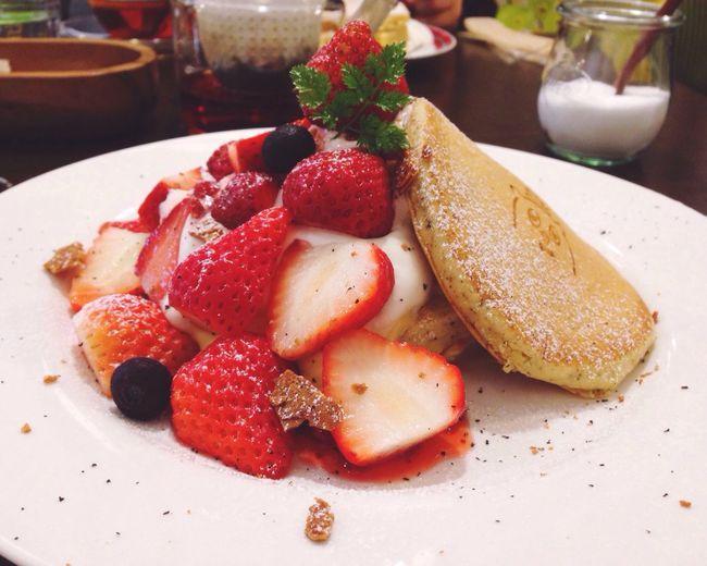 very nice! Pancake Food Sweets OSAKA EyeEm Best Edits EyeEm EyeEmBestPics パンケーキ いちご Strawberry カフェ 松屋町 大阪カフェ おいしい