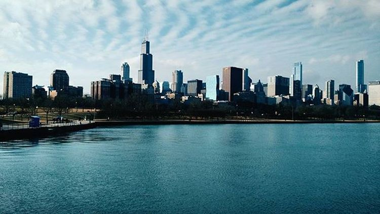 I want people to be excited about their {own} lives and go do Ahhmazing things. It's better outside of your comfort zone. + It's Fridayfriday y'all. The 🌞 out! . Seasonschanging Springiscoming . . . . Motox ChicagoSkyLine Explore Blessed  Excited Keepmoving VSCO
