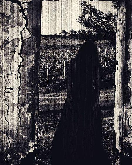 хэллоуин говорите🎬🎥😱 Wigandt_photo Wigandt ЭрикВигант ЮлияВигант Artphoto Blackandwhite Blackandwhitephotography Horror Halloween праздник Celtics самайн Samhain NoRussia Thering ужас Scary артфото Today Holiday MOVIE Страх мертвецы зомби mystic creepy sadness darkness нечисть