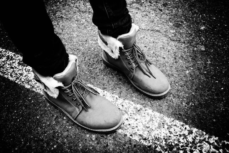 Borderline LINE Lines Shoe Shoes Shoes ♥ Street Street Life Fashion Fashionstyle Style Blackandwhite Black And White Black & White Blackandwhite Photography Black And White Photography X100t Black&white Black And White Collection  Simple Simple Things