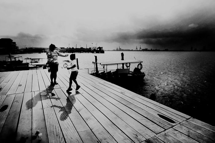 The Street Photographer - 2017 EyeEm Awards Pier Mother And Son Playing Leisure Activity Full Length Outdoors Togetherness Streetphotography Street Photography Cloud - Sky Sea Pier Bubbles... Bubbles...Bubbles.... Playing Bubbles Childhood Black & White Photography Black And White Photography