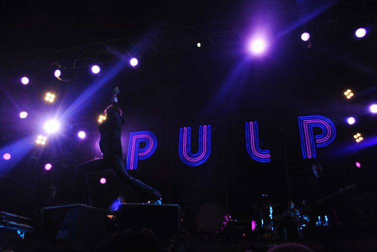 Gente normal Pulp Brit Pop Popular Music Concert Musician Crowd Rock Group Audience Performance Group Illuminated Nightclub Nightlife Performance Live Event