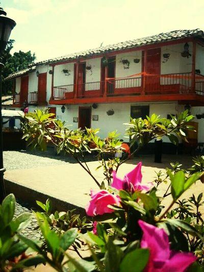 la magia del Pueblito Paisa en Medellin Colombia un destino turistico predilecto para mi..... Relaxing Travel Colombia