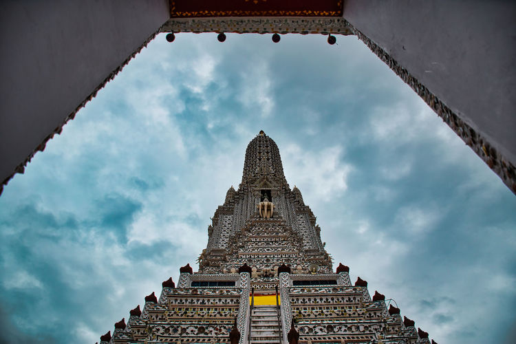 Temple of dawn, wat arun is a buddhist temple and derives its name from the hindu god aruna