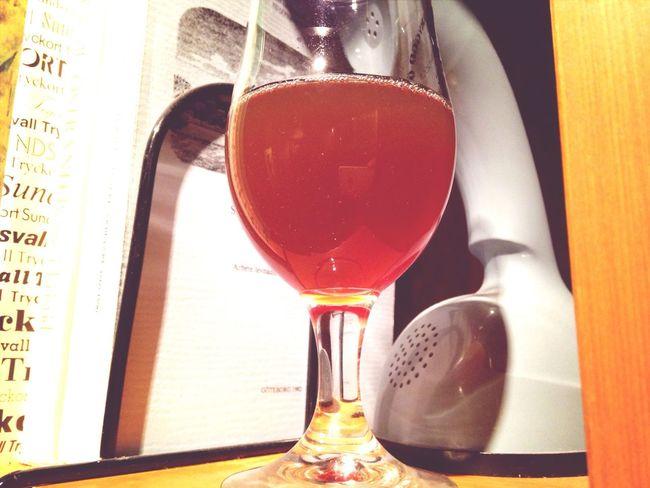 Provsmakar IPA'n som ska serveras på kommande ABN. Hoppas att ni som ska få smaka har tappat smaklökarna. Homebrew Beer