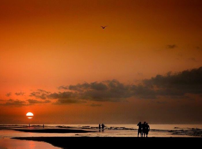 Summer rising ArtWork Colors Of Nature Beautiful Check This Out Beachphotography Waves, Ocean, Nature Reflection Oceanside Seascape Photography Intense Colors Waiting For The Sunrise
