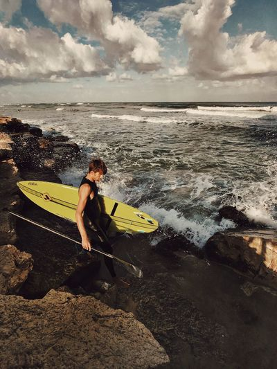 Sea One Person Leisure Activity Sky Water מיימומנט Surfboard Cloud - Sky Real People Beach Nature Wave Scenics Full Length Weekend Activities Lifestyles Adventure Surfing מייספורט מייאייפון7 Shotoniphone7plus IPhone7Plus מייבתגלים מייים Perspectives On Nature Be. Ready. This Is Masculinity Focus On The Story The Great Outdoors - 2018 EyeEm Awards The Traveler - 2018 EyeEm Awards