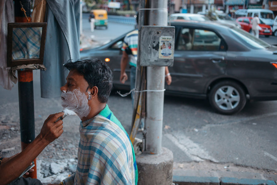 India Indian Culture  Kolkata Outside Shave Shave Street Barber Streetphotography Streetsofindia The Street Photographer - 2017 EyeEm Awards