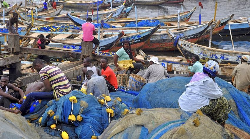 Africa Beach Developing Country Fischernetz Fisherman Fishing Fishing Area Fishing Boat Fishing Net Fishing Quota Fishing Village Ghana Large Group Of People Men Net Outdoors People Pirogue Poverty Wooden Boat Canoe African Pirogue Tranquil Scene Picturesque Fishing Boats