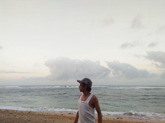 ketika awan mengikutiku Beach Sea Sky