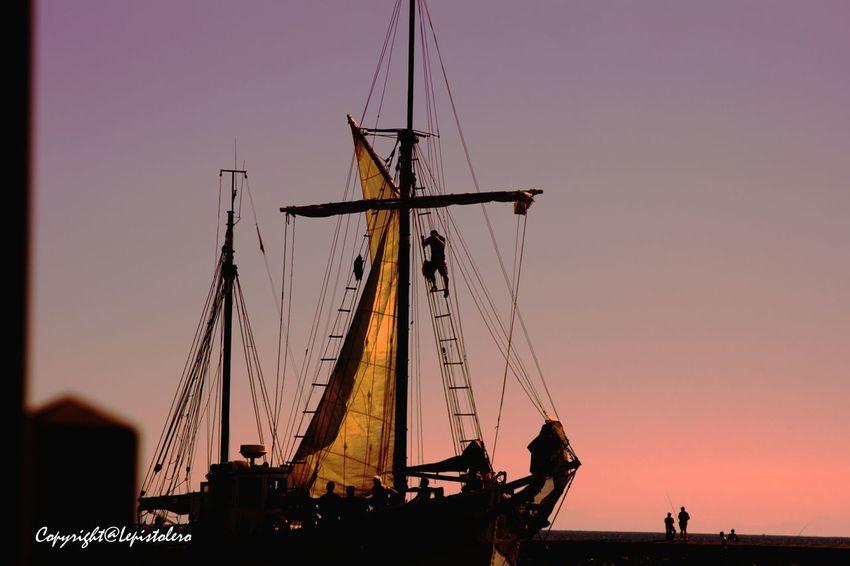 A la tombée de la nuit , rentrée du voilier au port du Grau du roi EyeEm Best Shots EyeEmBestPics Beautiful View Art Is Portable With Caseable