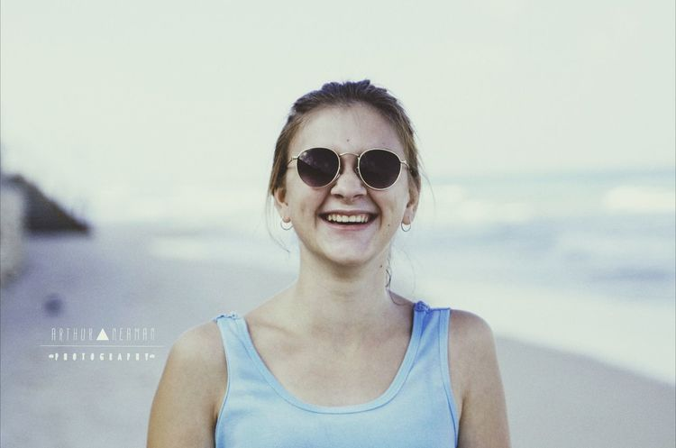 Be Happy And Smile! EyeEm Best Shots VSCO Urban Escape Enjoying Life Portrait Of A Friend Everyday Joy Negative Space