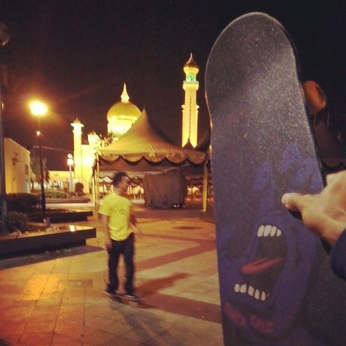 Aftermidnight Streetsession out in the capitol SultanOmarAliSaiffudienMosque Sahur  weareskateboarders