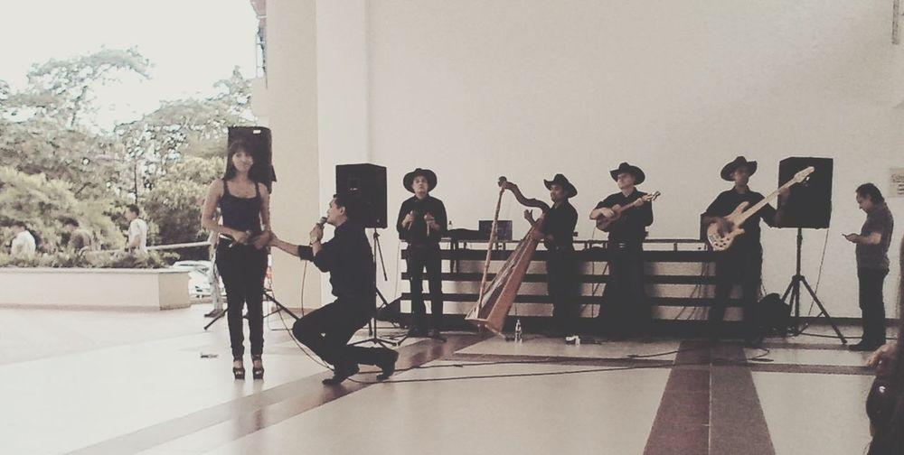 ORGULLO LLANERO<3 Artistas De Mi País Singing Taking Photos Hello World