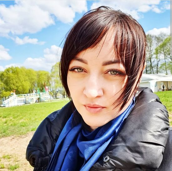 my scornful look is my business card. Sorry, I'm not on purpose. 😄🙈 35 soon. I'm waiting 🥊🥊 Spring Springtime BBQ Time Scornful Look May Young Women Portrait Headshot Looking At Camera Smiling Human Face Women Front View Beautiful Woman Sky