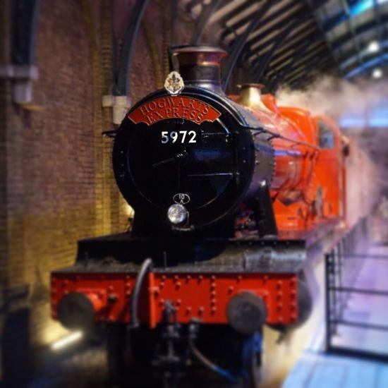 Hogwarts Express Harry Potter Harry Potter Studios Hogwarts School Of Witchcraft And Wizardry Hogwarts Express Train Steam Tiltshift