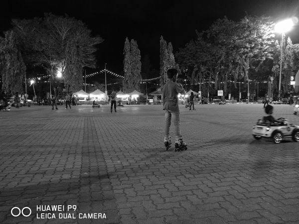 No edit by monochrome mode of huawei p9. Capturedonp9 Maximum Closeness Leicacamera First Eyeem Photo P9 Huawei P9leica P9shooting Blackandwhite Monochrome Outdoors Leica Lens Depression - Sadness