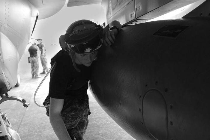 Blackandwhite Lifestyles Military Military Life Real People Wecandoit Women Working Hard