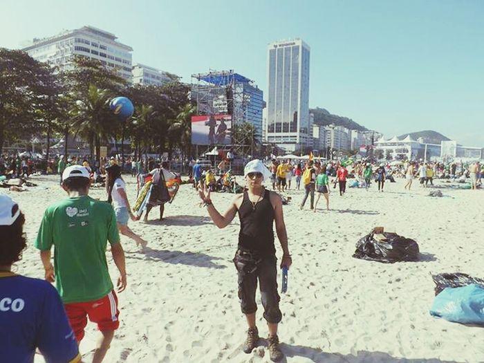 Copacabana - Rio De Janeiro Beach Life Backpackers Welcome Rio40graus #sobrinha #jmj #amem