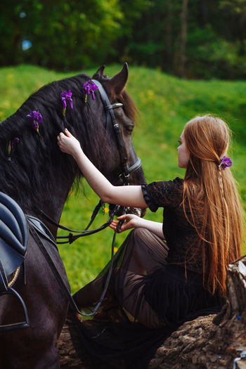 Blond Hair Bridle Domestic Animals Field Girl And Hourse Herbivorous Horse Horseback Riding Leisure Activity Lifestyles Livestock Long Hair Mammal Nature One Animal One Person Outdoors Real People Summer Summer Exploratorium